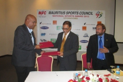 Signature of contract with sponsors for the National Sports Award 2013